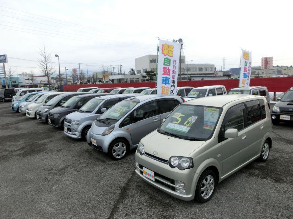 広大な敷地には、お求めやすいコミコミ車をはじめ、高年式の未使用車など様々な軽自動車を展示しております!
