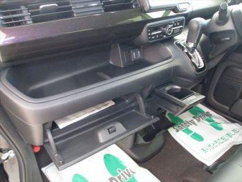 N-BOXカスタム G Lターボ ホンダセンシング ナビ装着用スペシャルパッケージ 未使用車 4WD